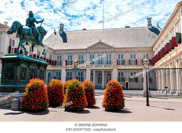 noordeinde palace in the center of the hague