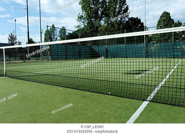 green tennis court