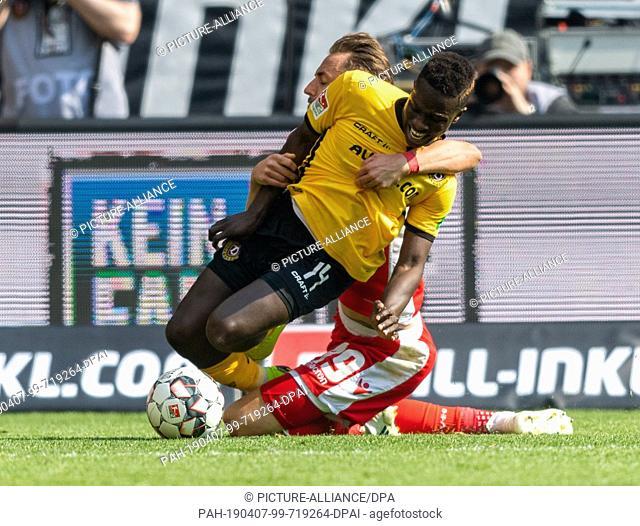 07 April 2019, Saxony, Dresden: Soccer: 2nd Bundesliga, Dynamo Dresden - 1st FC Union Berlin, 28th matchday, in the Rudolf Harbig Stadium