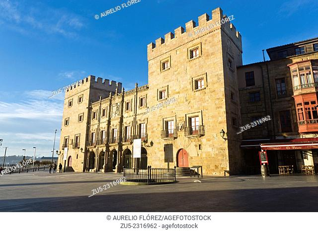 Revillagigedo Palace and the Marqués de San Esteban del Mar is located in the Asturian town of Gijon, in Cimadevilla and Plaza del Marqués de San Esteban