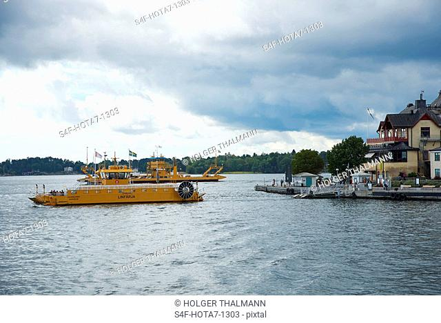 Schweden, Vaxholm, Boot im Wasser