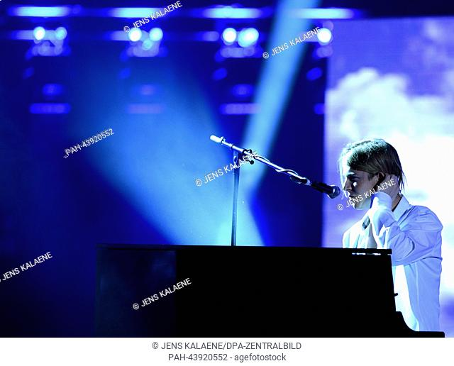 British musician Tom Odell performs during the gala 'GQ men of the year 2013' in the Komische Oper in Berlin, Germany, 07 November 2013