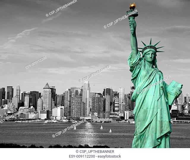 new york city skyline statue liberty tourism concept