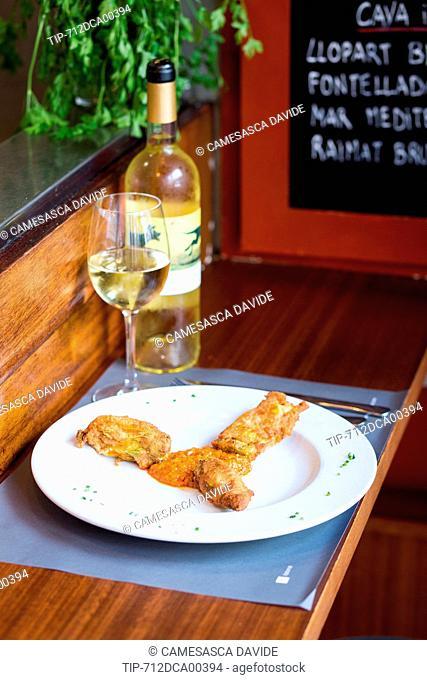 Spain, Catalonia, Barcelona, Santa Caterina market, Pumpkin flowers with romescu sauce and white wine