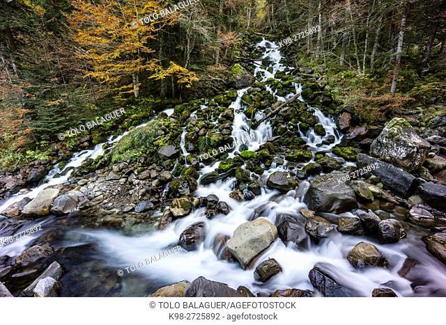 River Joèu sources, Uelhs deth Joèu, Artiga de Lin, Val d'Aran, Lleida province, Pyrenees mountains, Catalonia, Spain