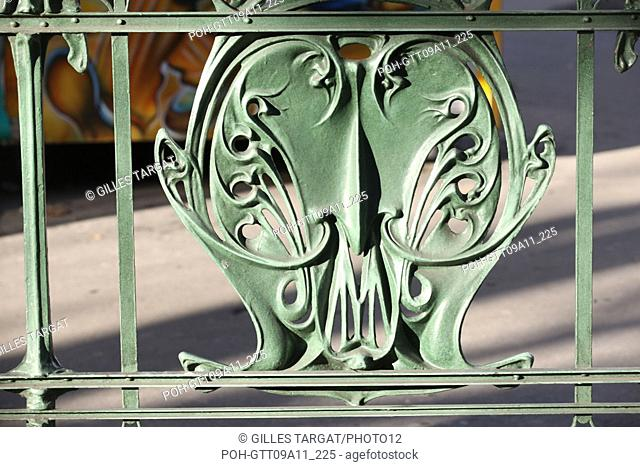 tourism, France, paris 18th arrondissement, montmartre, abbesses metro station, hector guimard architect, art nouveau, ratp, paris public transportation service