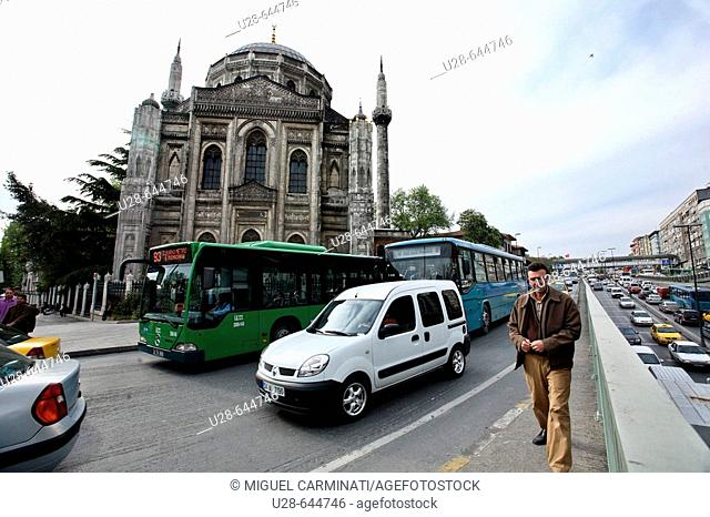 The Valide Mosque is located on the north-west side of Aksaray Square in Fatih. It was built at the behest of Sultan Abdülaziz's mother