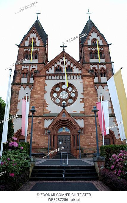katholische Pfarr- und Wallfahrtskirche St. Lutwinus in Mettlach, Saarland, Deutschland