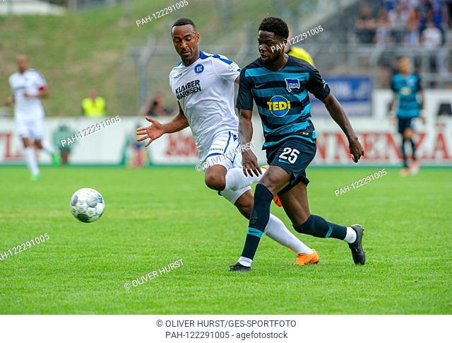 Saliou Sane (KSC) (left) versus right Jordan goalunarigha (Hertha BSC). GES / football / KSC blitz tournament: Karlsruher SC - Hertha BSC Berlin, 13
