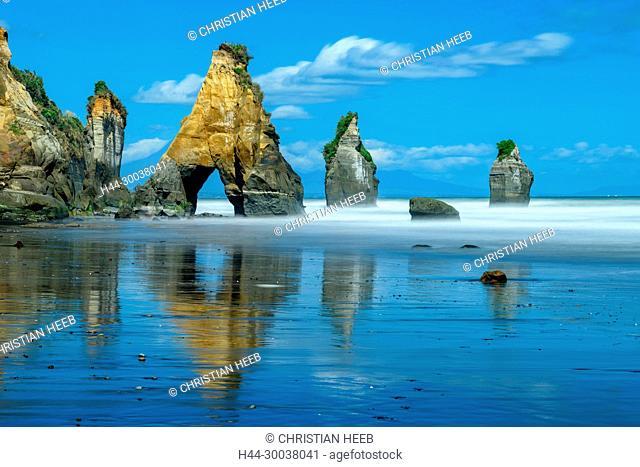 Oceania, New Zealand, Aotearoa, North Island, Taranaki Coast, New Plymouth, White Cliffs, Three Sisters Rocks