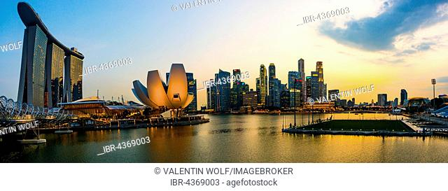 Marina Bay Sands Hotel, ArtScience Museum and skyline at sunset, city centre, financial district, Marina Bay, Downtown Core, Singapore
