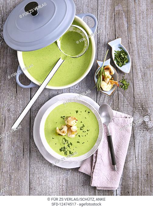 Pea soup with fried prawns (low carb)