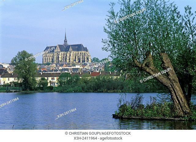Etang d'Isle with the basilica in the background, Saint-Quentin, Aisne department, Picardy region, northern France, Europe