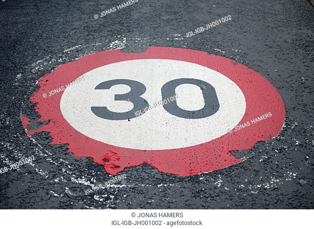 Traffic sign with a speed limit of 30 km