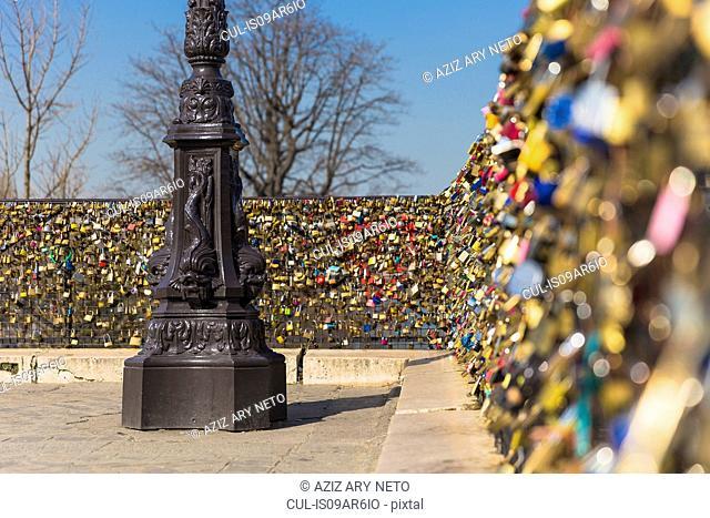 Love Locks, Pont Neuf, Quais de L'Horloge, Ile de la Cite, Paris, France