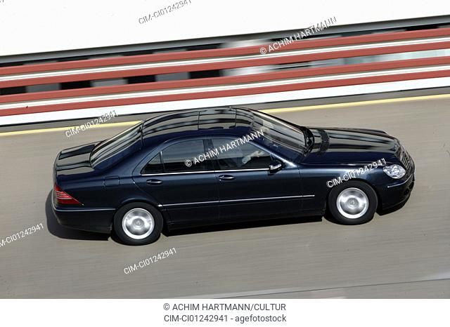 Car, Mercedes S 430, Limousine, Luxury approx.s, model year 2003-, V8, black, driving, side view, test track