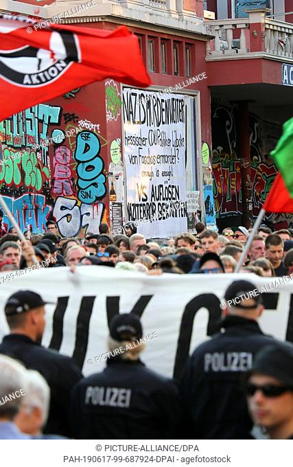 """17 June 2019, Hamburg: A demonstration under the motto """"""""Stop the right-wing violence"""""""" stands in front of the red flora"""