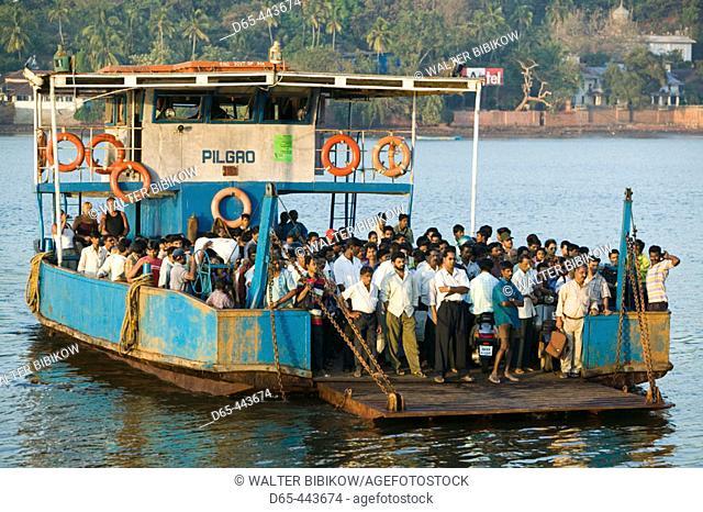 Mandovi River ferry, Panaji. Goa, India (2004)