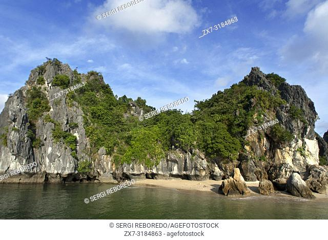 Secluded beach in isolated island in Ha Long Bay, Vietnam. Quiet tropical beach, Cat Ba National Park, Ha long, Halong Bay, Vietnam