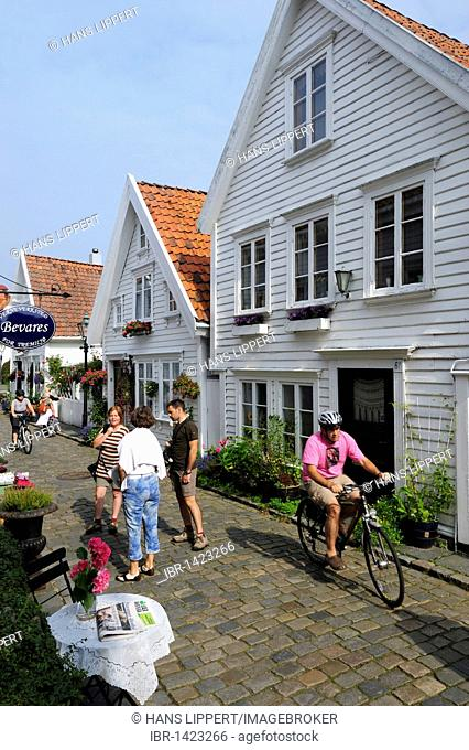 Traditional white wooden houses in Ovre Strandgate in the district Old Stavanger, Stavanger, Norway, Scandinavia, Northern Europe