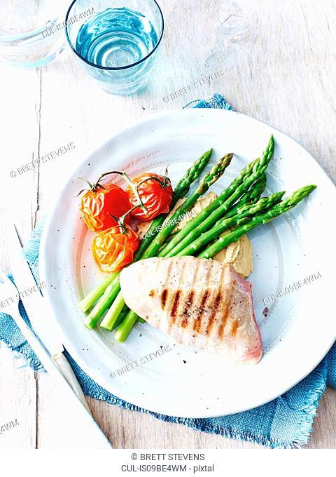 Grilled tuna, hummus, asparagus