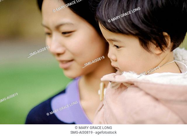 USA, Young woman with daughter (2-3) in park