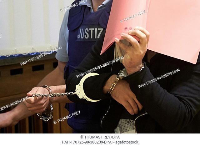 The defendant Khan A. is led into the Higher Regional Court wearing shackles, in Koblenz, Germany, 25 July 2017. The federal prosecutor is accusing the 21 year...