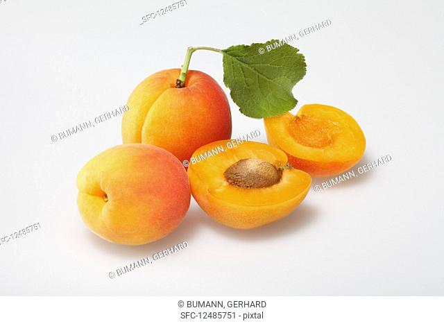Apricots, whole and sliced, with a leaf