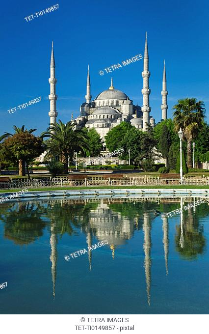 Turkey, Istanbul, Sultanahmet Mosque with pond