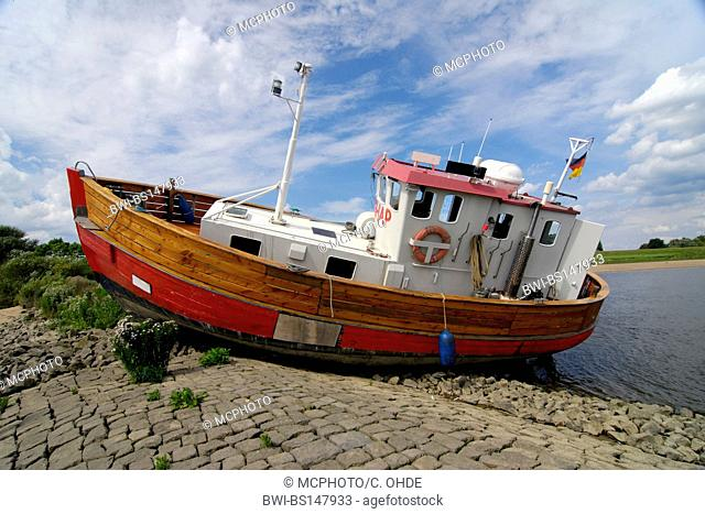 stranded fishing cutter at the Elbe shore Vierlande, Germany, Hamburg
