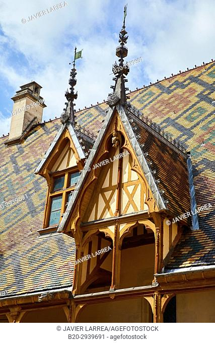 The Courtyard, The Hôtel-Dieu, Hospices de Beaune, Beaune, Côte d'Or, Burgundy Region, Bourgogne, France, Europe