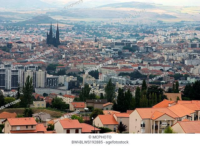 view onto Clermont-Ferrand with cathedral, France, Auvergne, Clermont Ferrand
