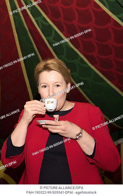 22 March 2019, Saxony, Ostritz: Federal Family Minister Franziska Giffey (SPD) drinks a spiced coffee in a Moroccan tent during her visit to the 3rd Ostritzer...