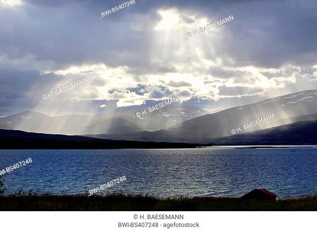 crepuscular rays, Norway, Troms, Tromsoe