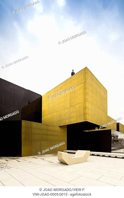 The transformation of the marketplace into a multifunctional space dedicated to artistic, economic, cultural and social activiti
