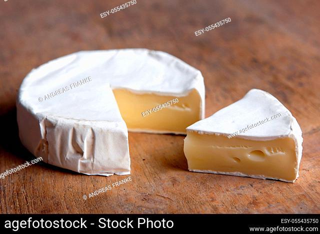 camembert, cheese, brie