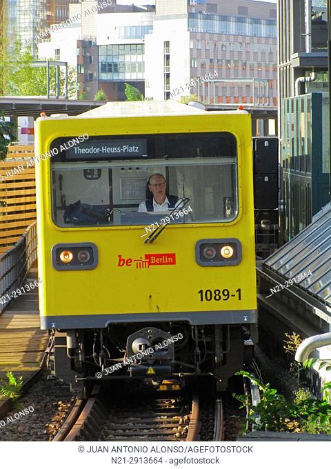 A U-Bahn network train approaching the station of Mockernbrucke. Berlin, Germany, Europe