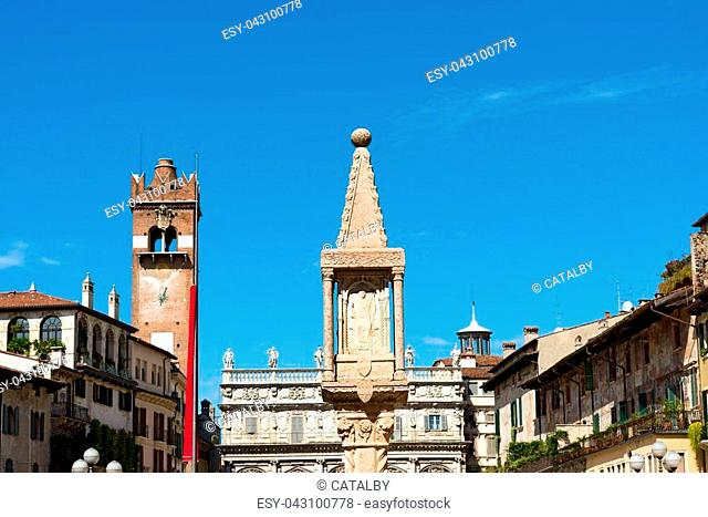 Piazza delle Erbe, is the oldest square in Verona (UNESCO heritage), and rises over the area of the Roman Forum. Veneto, Italy