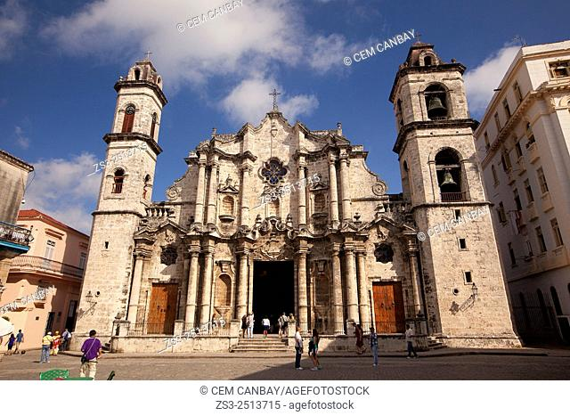 Street scene from the Cathedral Square, Plaza de la Catedral, Havana Vieja, Havana, Cuba, West Indies, Central America