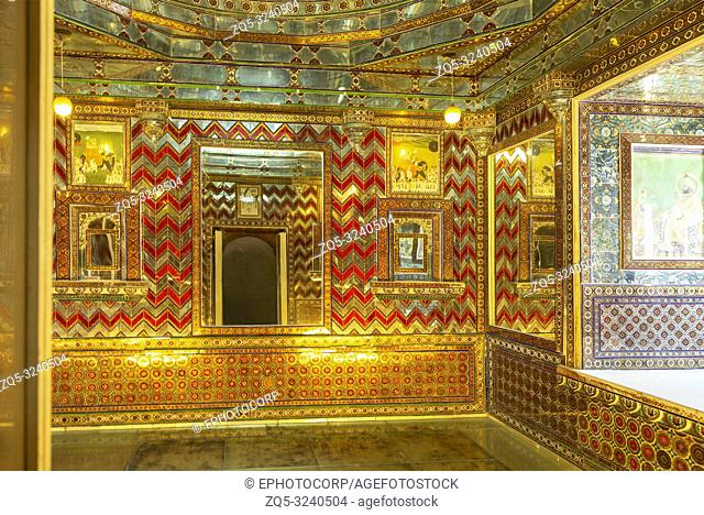 Room of mirrors, City Palace, Udaipur, Rajasthan
