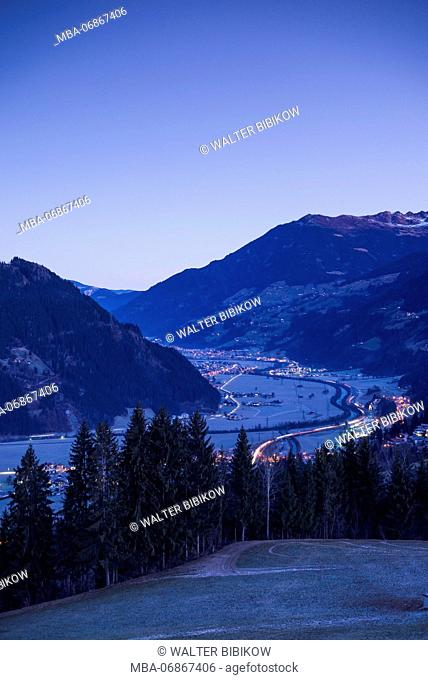 Austria, Tyrol, Zillertal, Zell am Ziller, elevated view, winter, dawn