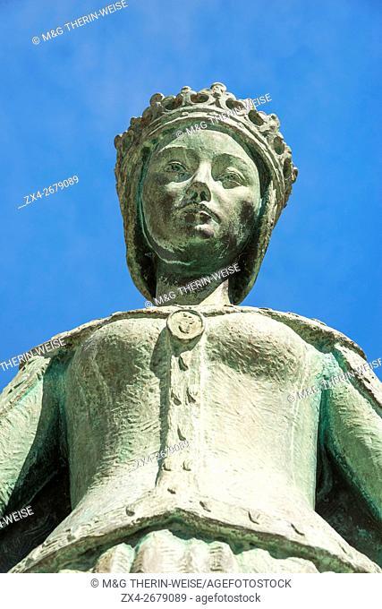 Queen Dona Leonor Statue, Beja. Alentejo, Portugal