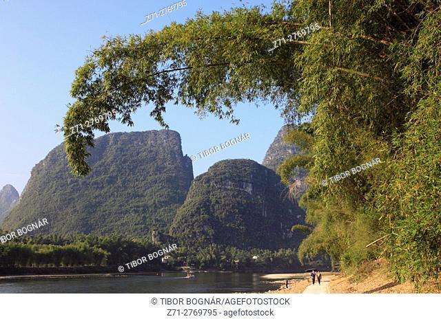 China, Guangxi, Yangshuo, Li River, karst landscape, limestone hills, bamboo,