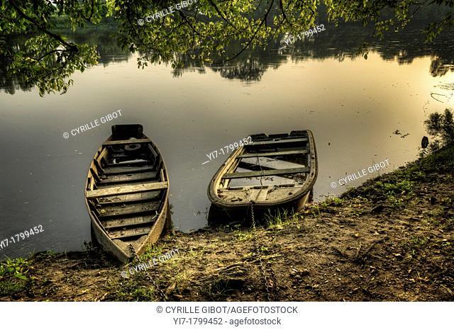 Old wooden boats on the Dordogne river, Cenac, Dordogne, Aquitaine, France