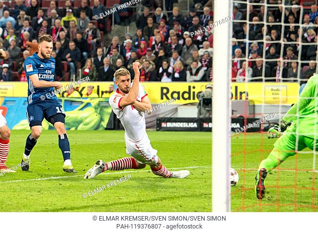 Manuel WINTZHEIMER (left, HH) shoots against Lasse SOBIECH (K) the goal to 1: 1 equalizer for HSV Hamburg Hamburg Hamburg, action, football 2nd Bundesliga