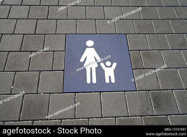 Germany, Bavaria, Altötting district, supermarket, parking lot for mother and child, paved floor, symbol
