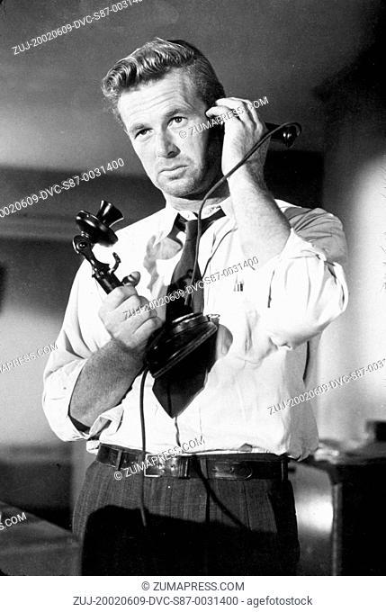 1950, Film Title: ASPHALT JUNGLE, Director: JOHN HUSTON, Studio: MGM, Pictured: STERLING HAYDEN, JOHN HUSTON. (Credit Image: SNAP/ZUMAPRESS.com)