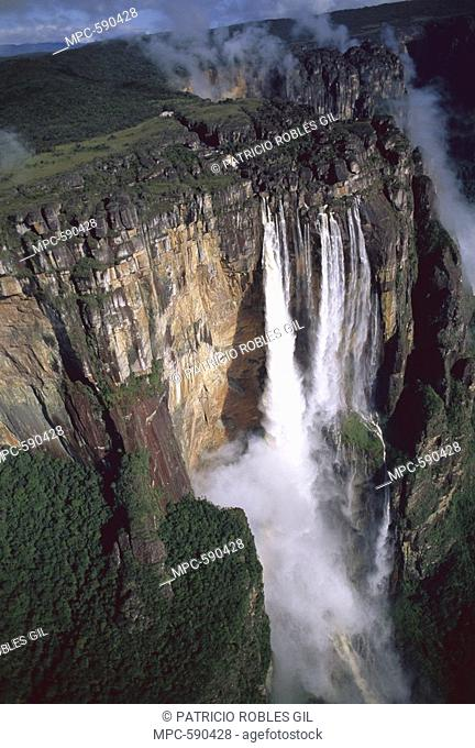 ANGEL FALLS ON THE ARAGUAIA RIVER, WORLD'S TALLEST WATERFALL AT 900 FT, CANAIMA NATIONAL PARK, VENEZUELA