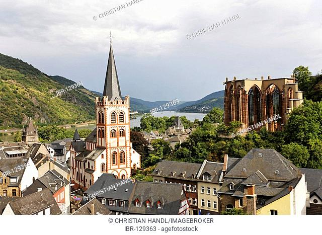 View from the Posten tower to the village with the evangelic church St.Peter and the gotic Werner chapel, Bacharach on the Rhine, Rheinland-Pfalz, Germany