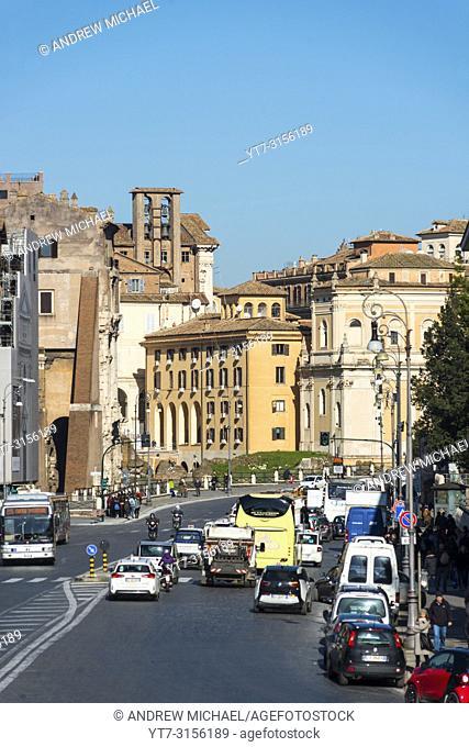 Looking up Via Luigi Petroselli towards Rome city centre from Piazza della Bocca della Verità. Lazio. Italy